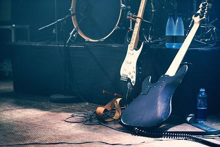 Deux guitares électriques