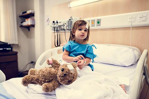 sick-little-girl-in-a-hospital-PJMV8UZ.j