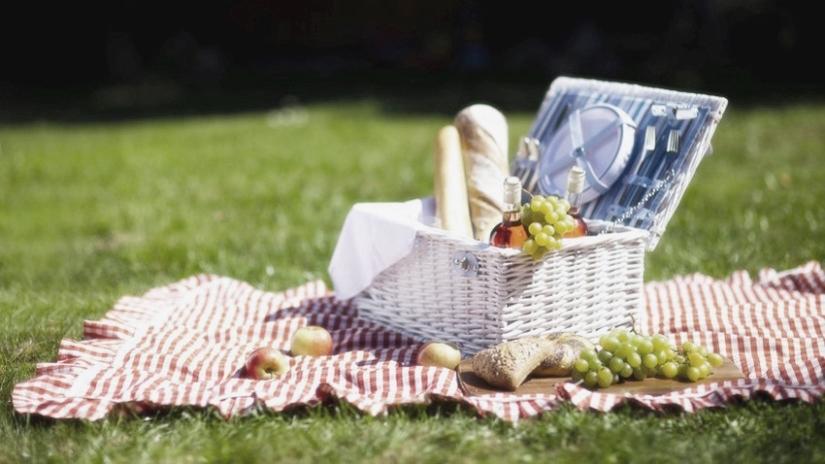 picnic-romantico-in-giardino-825x464