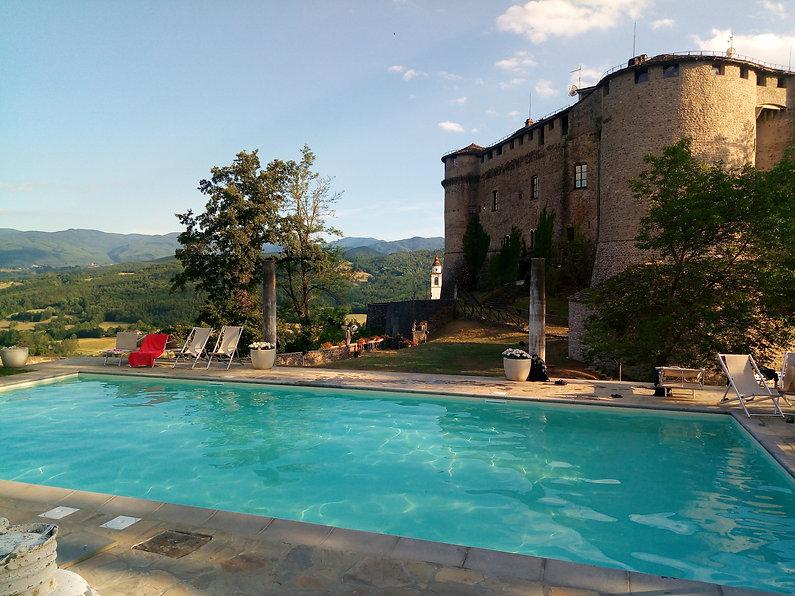 Castello Compiano piscina.jpg
