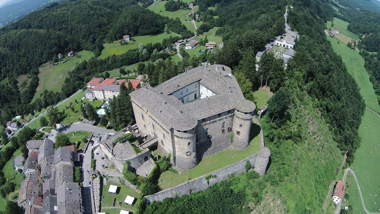 Panoramica Castello Compiano2.jpg