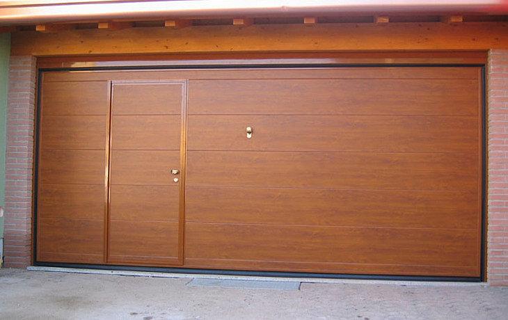 Portoni sezionali e porte basculanti per garage sezionali for Costo per incorniciare un garage