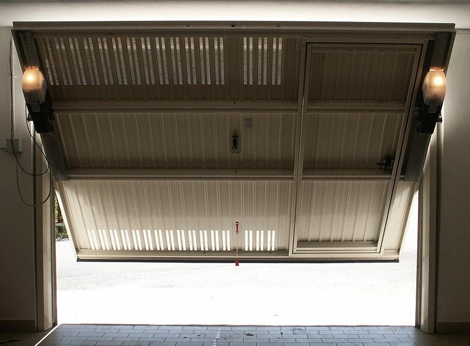Automazione basculante prezzi sava montaggi - Porta garage basculante ...