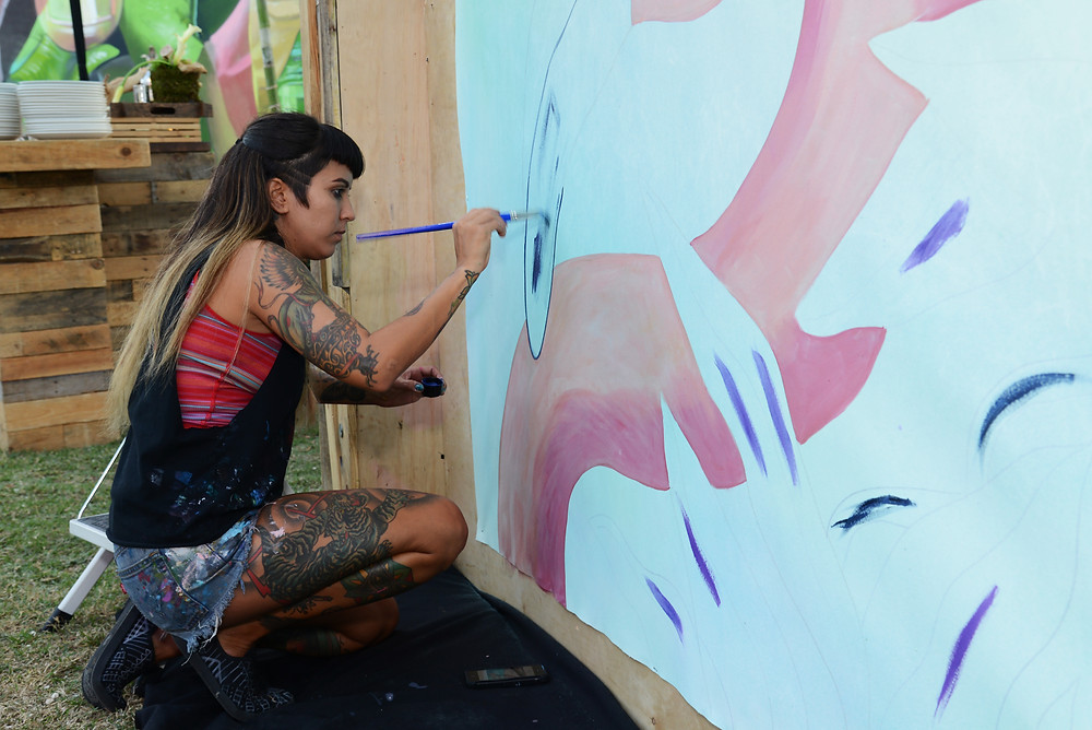 Nicole Salgar live-painting for the Context Media Event.
