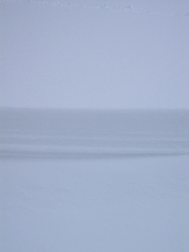 Schneeverwehungen Es wurden kilometerlange, sehr subtile Schneelinien in die Landschaft geschliffen.