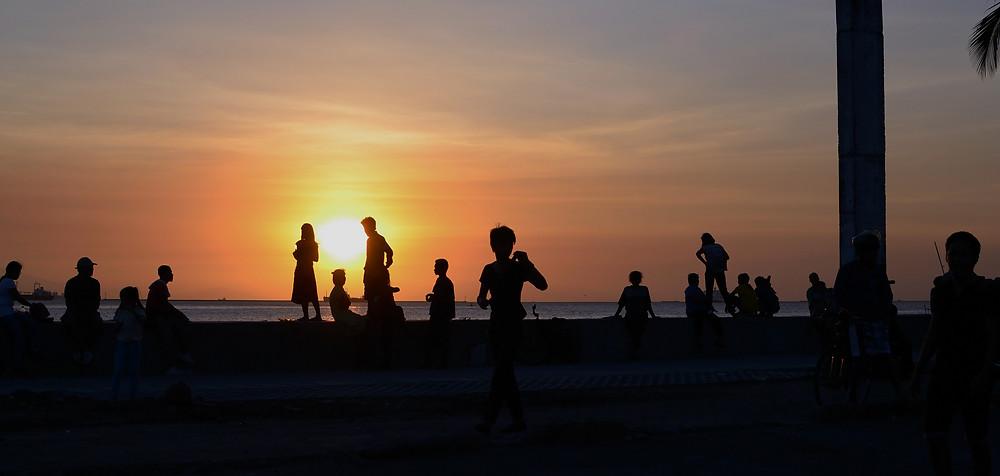 enjoying-the-sunset_GkTm_yvO_edited.jpg