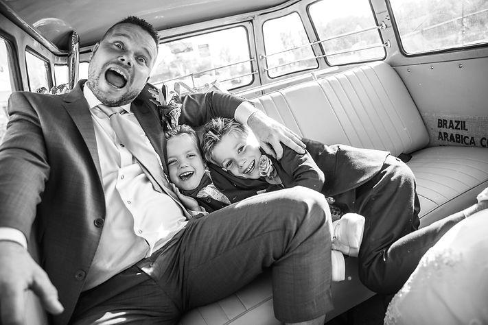 in bus met jongens.jpg