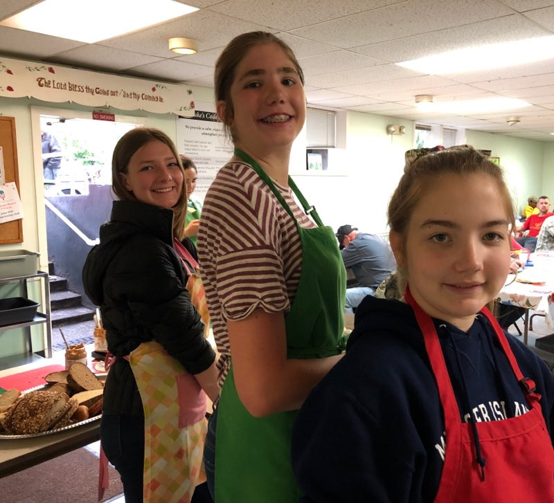 Our youth are on three rotating teams: serving, dining & kitchen duty. Servers hand out food, diners sit with St. Luke's guests and share a meal with them, and kitchen duty help with food preparation. Here is a photo from toady's serving team!