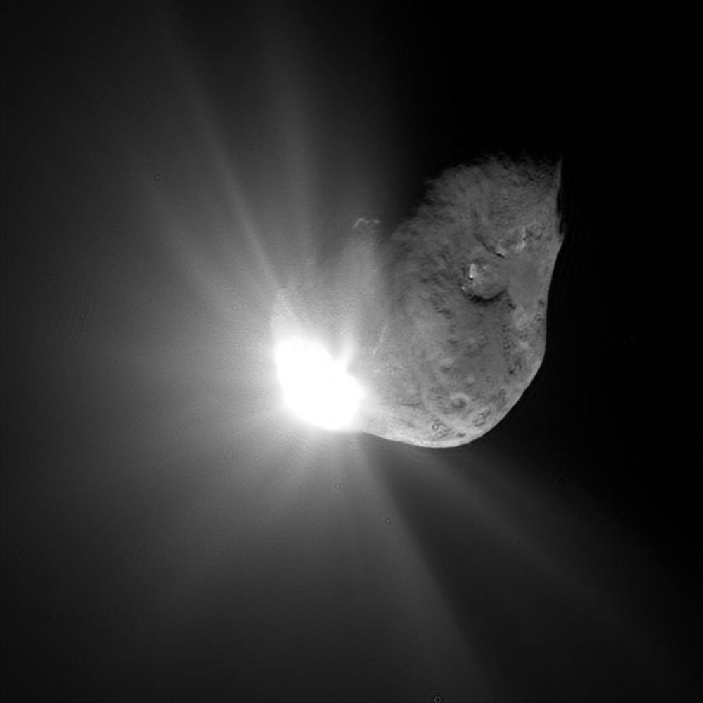 ESA - NASA's Deep Impact hitting Comet Tempel