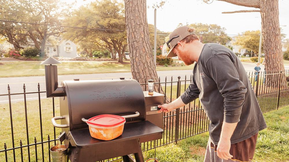 Setting temperature setting on Traeger Wood Pellet Grill.