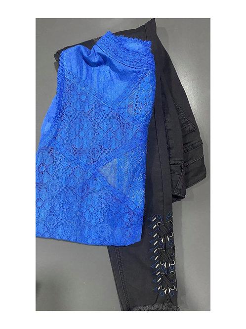 Blue lace sleeveless top & black stretchy denim pants