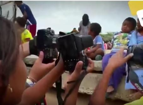 Jóvenes  enseñan a dibujar y tocar instrumentos a niños y adolescentes Wayuu