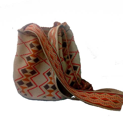 Mochila con diseño hecha en crochet (hilo)