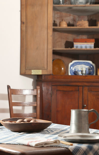 table and corner cabinet2.jpg