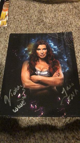 """Lisa Marie Varon """"Victoria"""" autographed 8x10"""