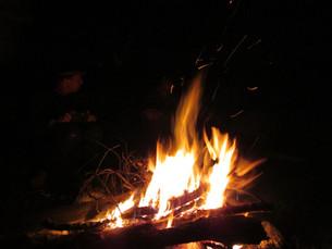 ... und lauschen abends am Lagerfeuer spannenden Wildnisgeschichten.