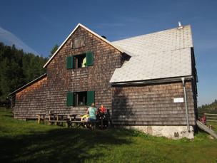 ... der einsam, aber wunderschön gelegenen Liezener Hütte.