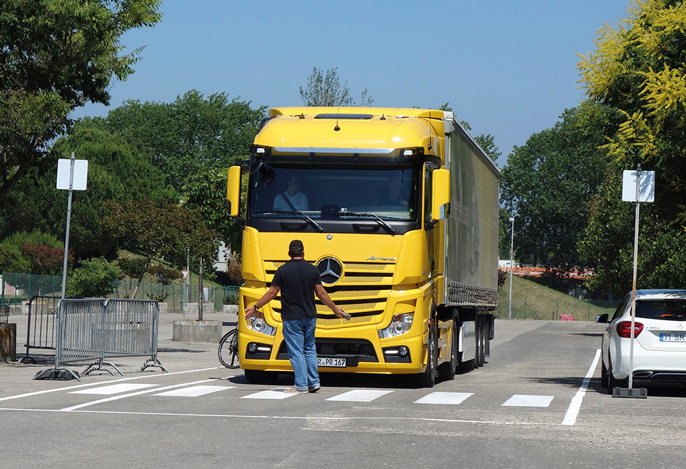 Mercedes-Benz Active Brake Assist 4