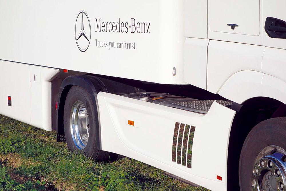 Mercedes-Benz Actros Edelstahl-Kiemen