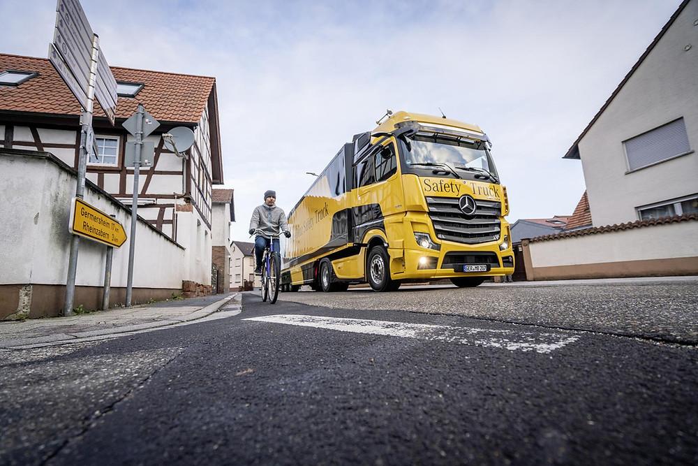 Abbiegeassistent Safe Trucks Actros