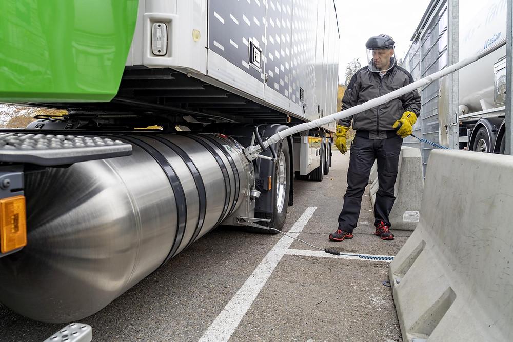 Scania LNG Erdgas-LKW Betankung