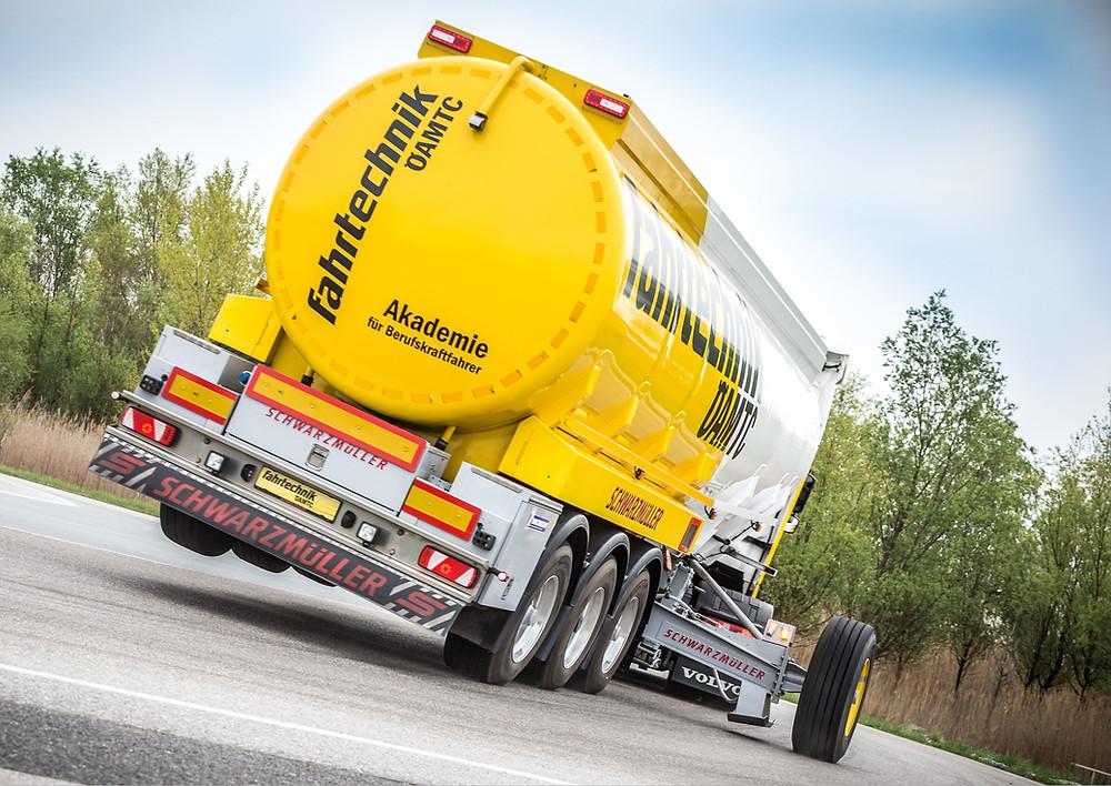 ÖAMTC Fahrtechnik Tankwagen
