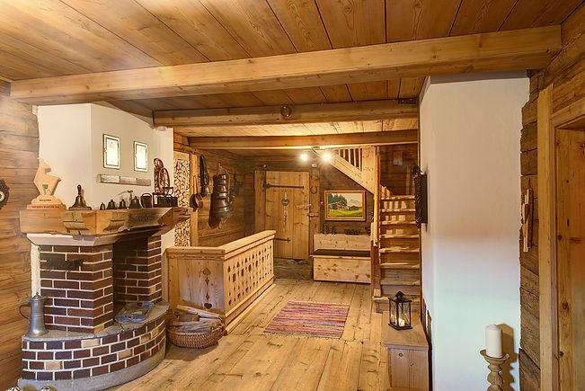 Stube aus Holz und Lehm