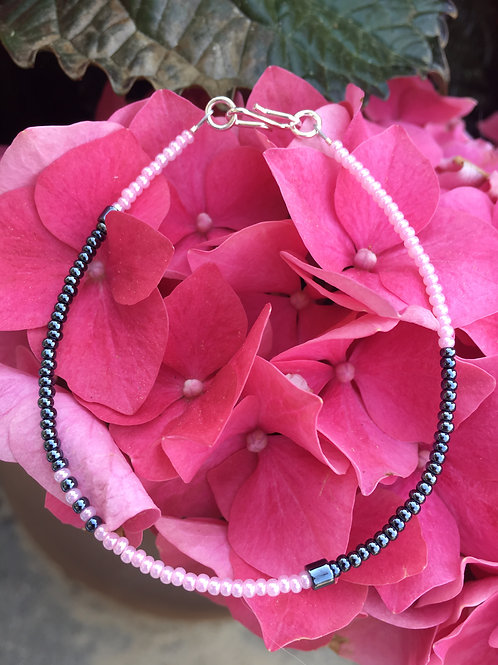 Grey and rose 1 string bracelet with silver closing