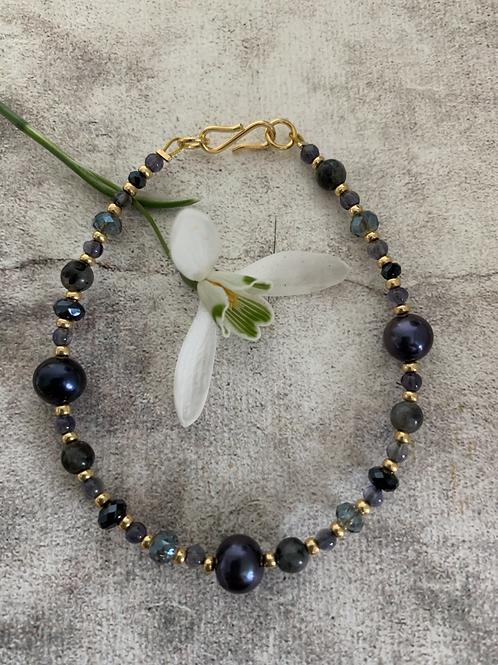 Precious stones bracelet in navy blue & gold