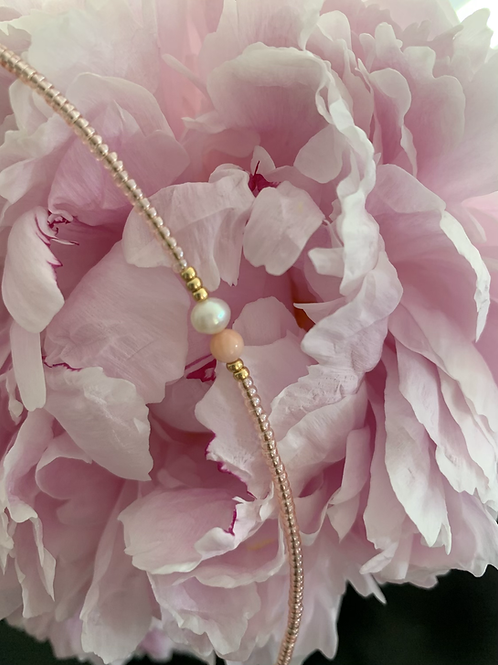 Pale rose gold 1 string bracelet with coral and freshwaterpearl