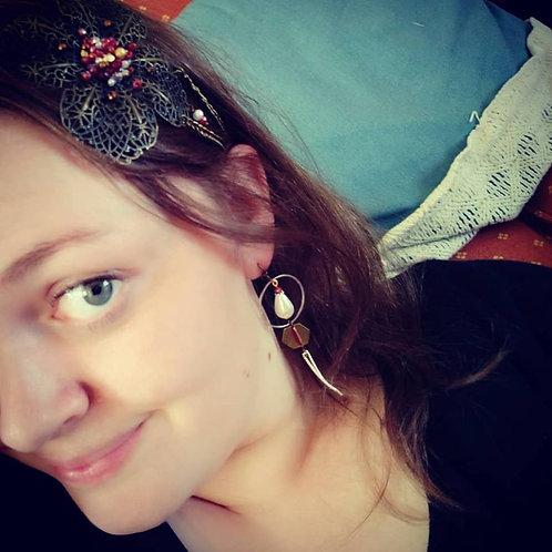 """Boucles d'oreilles """"Hexa Nacre"""" rouge, blanc, ivoire, doré"""