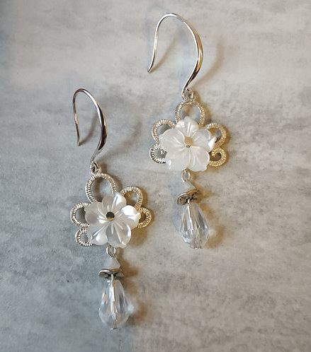 """*~.Boucles d'oreilles """"Fleur de Nacre"""".~*"""