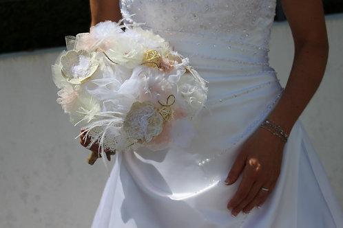 """Bouquet de mariée """" Fluide """" plume, bois, rotin, dentelle, lin"""
