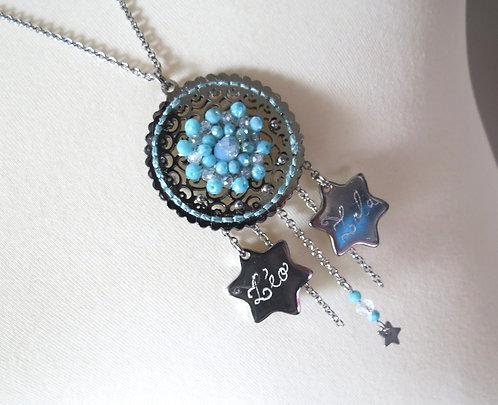 """Sautoir """"étoiles""""en acier inoxydable, gravure sur mesure, perles de verre brodee"""