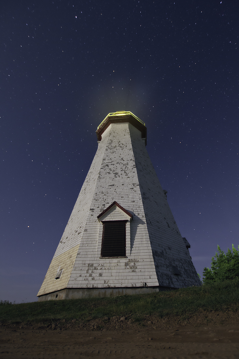 lighthouse phare night