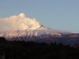 Mt Etna erupting.bmp