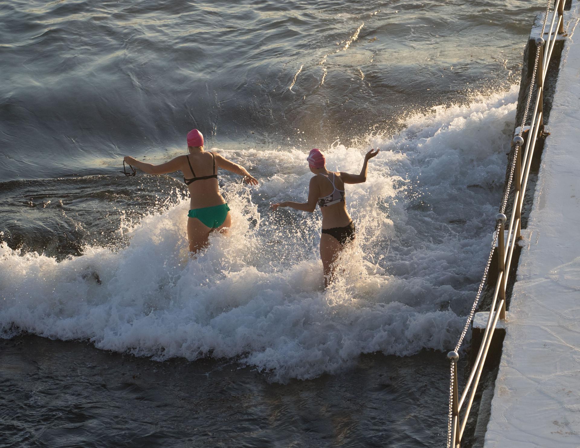start of cross-bondi swim