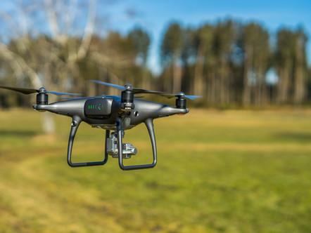 Drone-teknologialla tarkempia päätöksiä kentänhoidossa