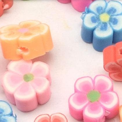 עשרה חרוזי פולימר בצורת פרחים