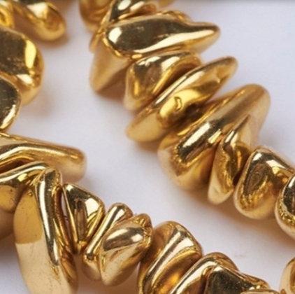 חוט חרוזי צ'יפ אבן המטיט זהב מבריק