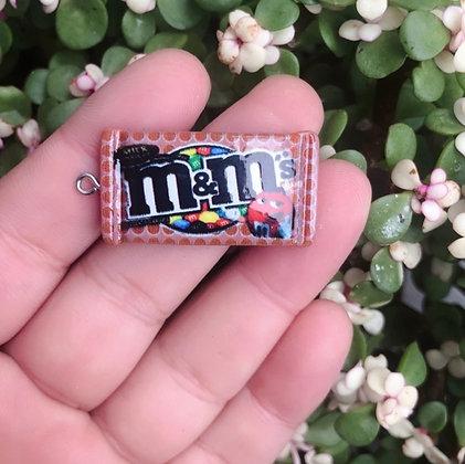 תליון שוקולד m&m