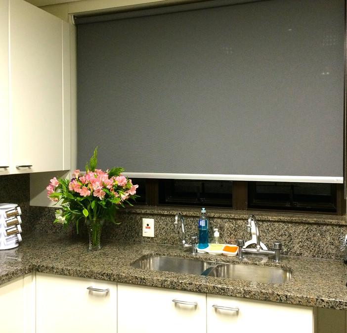 Cortina na cozinha - charme e funcionalidade!