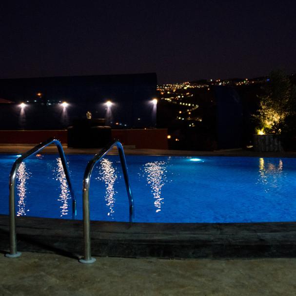 حمام سباحة مسائي