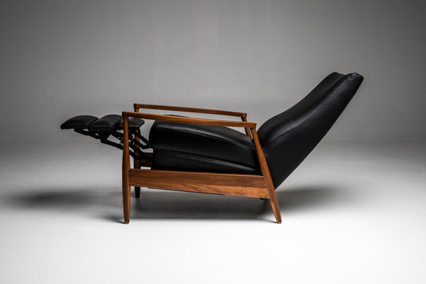 Aston Re-Invented Recliner