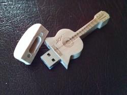 BYRON's 8 GB USB Wooden Guitar