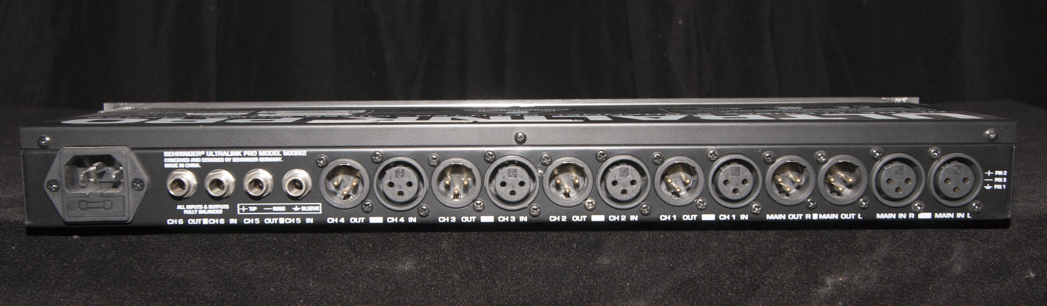 Behringer MX882 Ultralink Pro