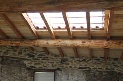 charpente rénovée et tuiles de verre