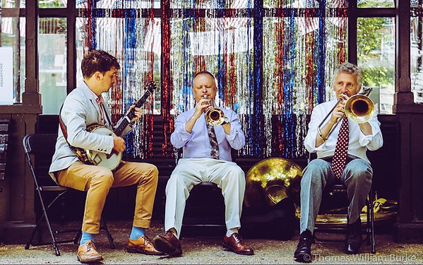 Acoustic dixieland jazz band
