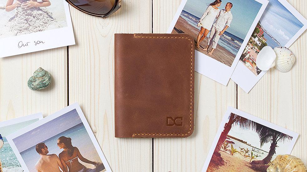 Тонкий и компактный светло-коричневый бумажник из натуральной кожи