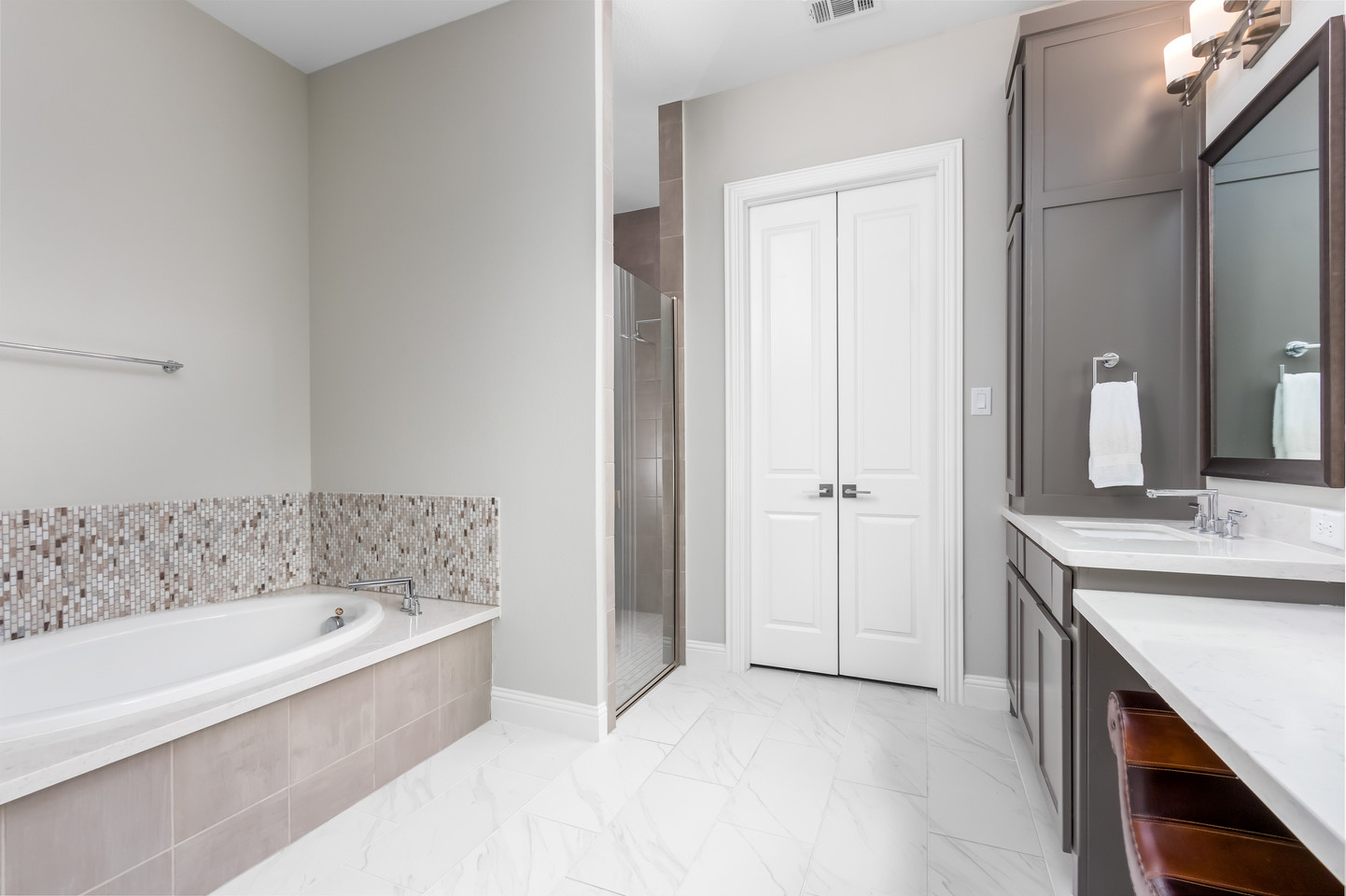 PixelSold_1919_Alcove_Dr (21 of 39).jpg